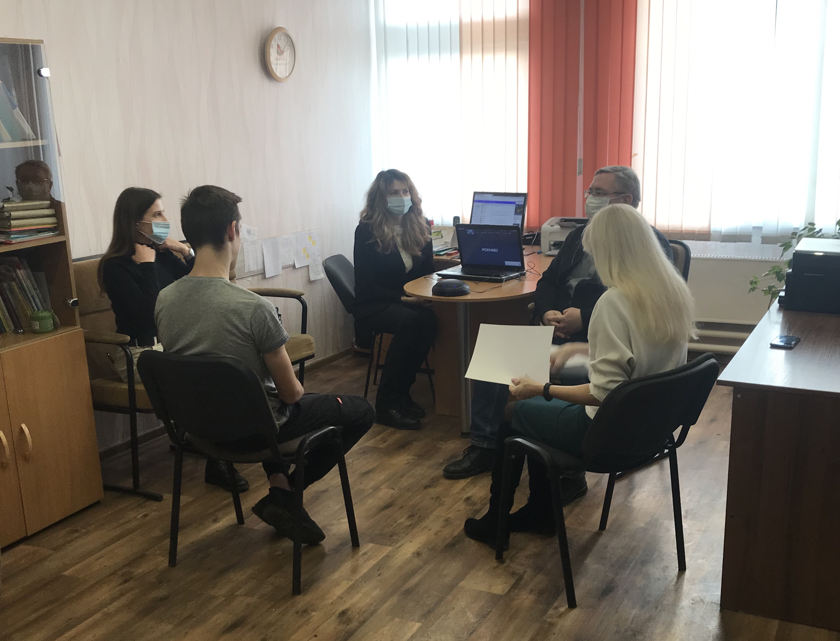 Consulting session for specialists in interviewing adolescents in contact with the law